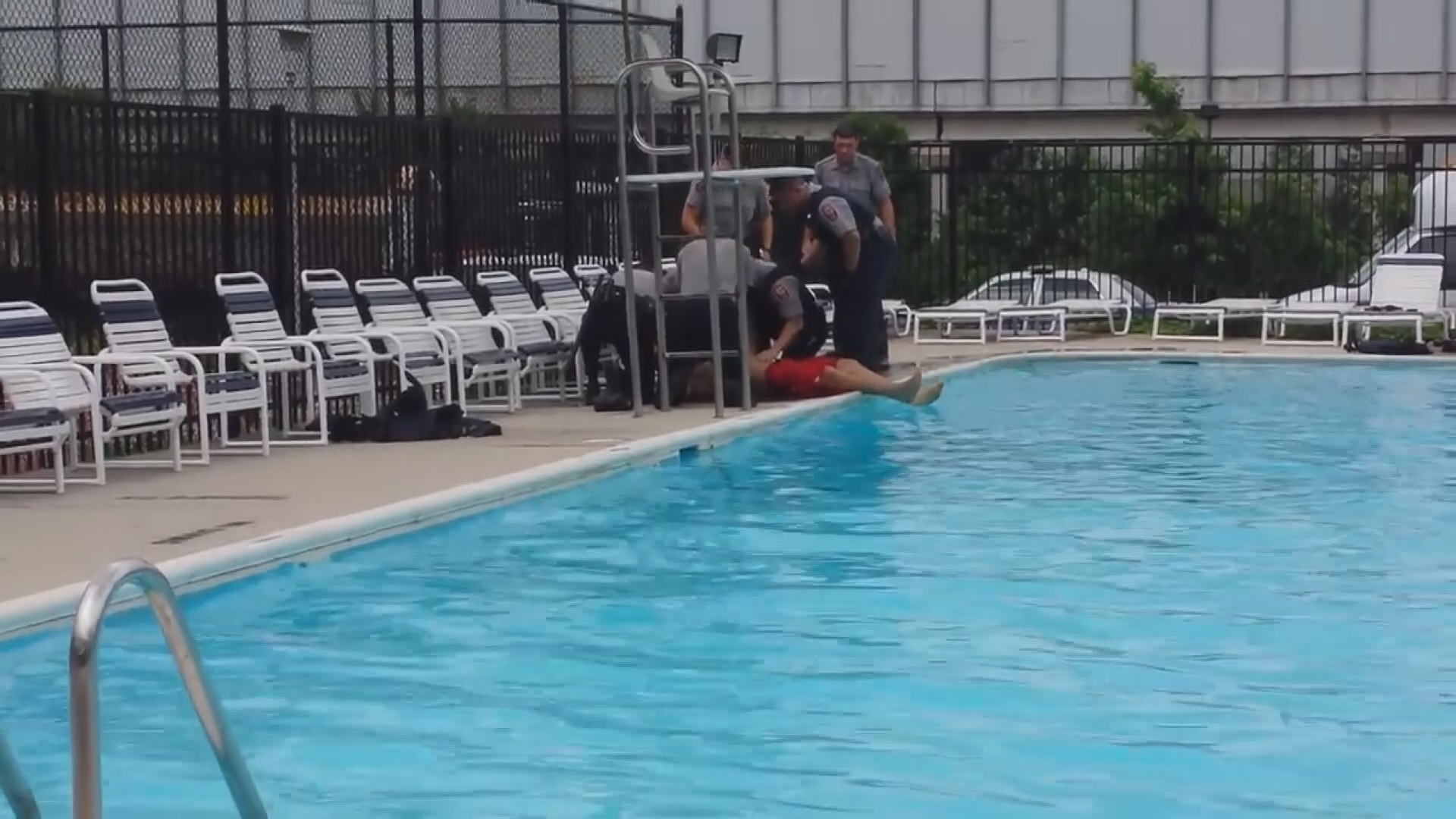 Va Lifeguard Tries To Drown Himself In Front Of Police: swimming pools in alexandria va