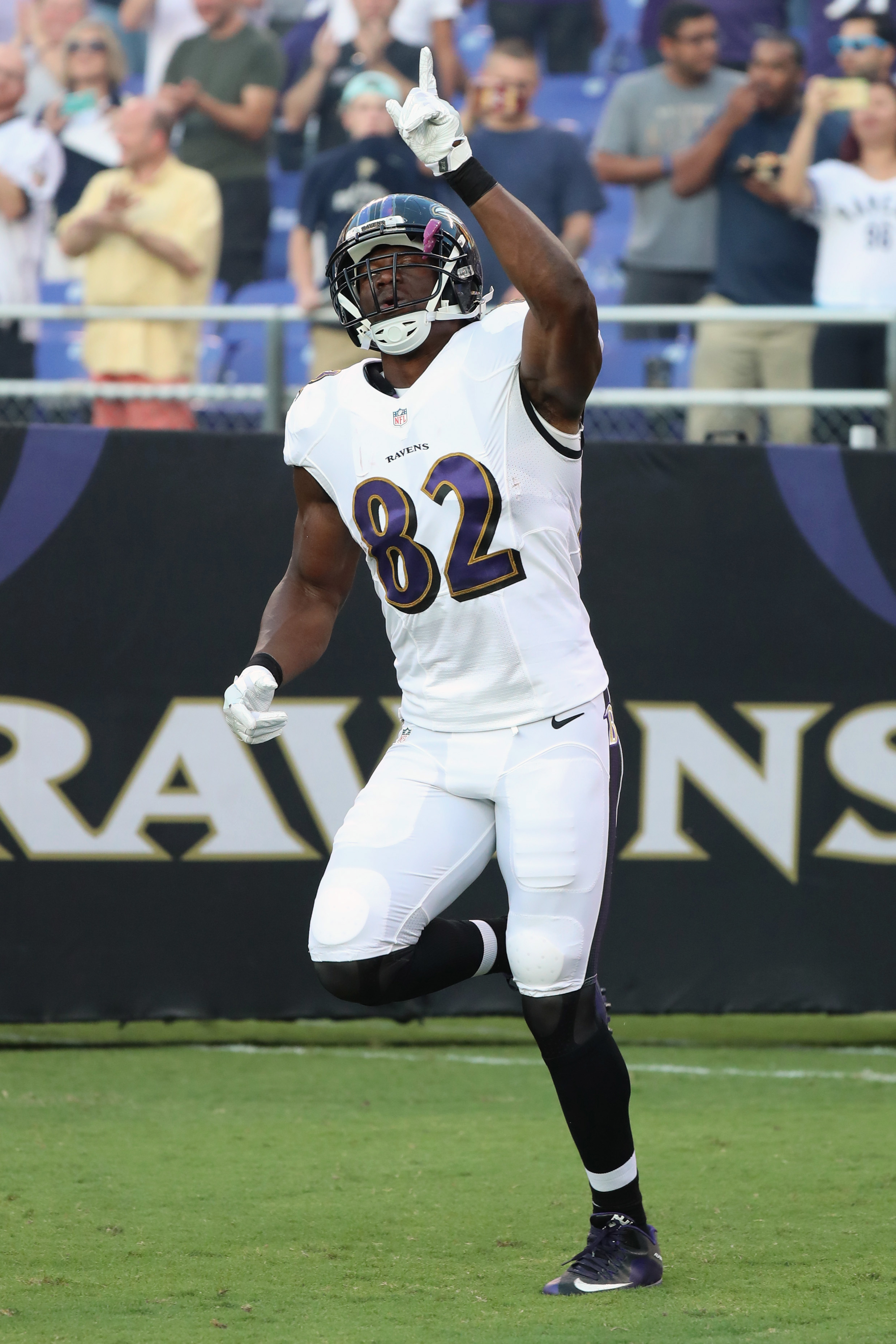 Ravens TE Watson tears right Achilles, likely out for season ...