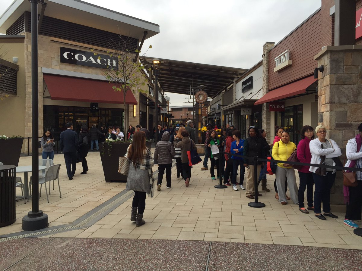new outlet mall opens in clarksburg causes traffic jam. Black Bedroom Furniture Sets. Home Design Ideas