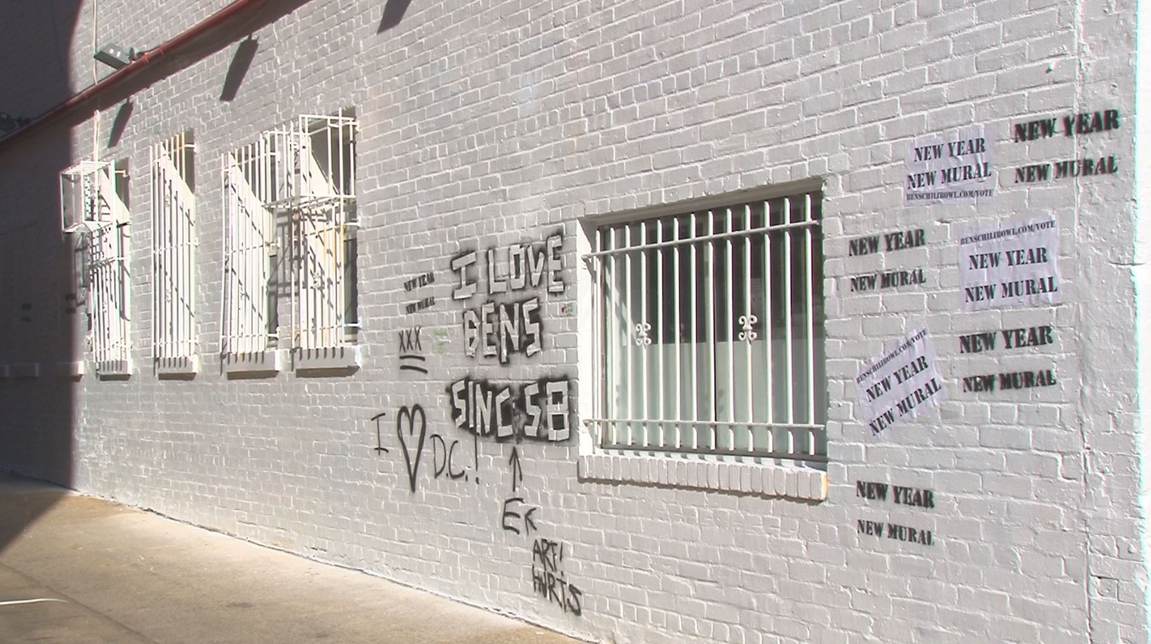 Ben 39 s chili bowl paints over bill cosby mural for Chuck brown mural